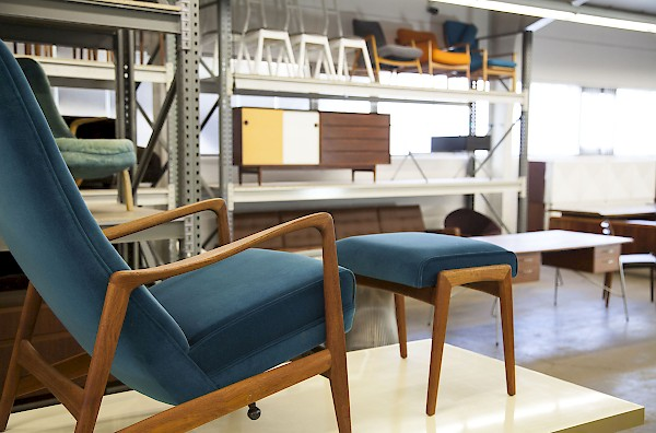 ber uns adore modern. Black Bedroom Furniture Sets. Home Design Ideas
