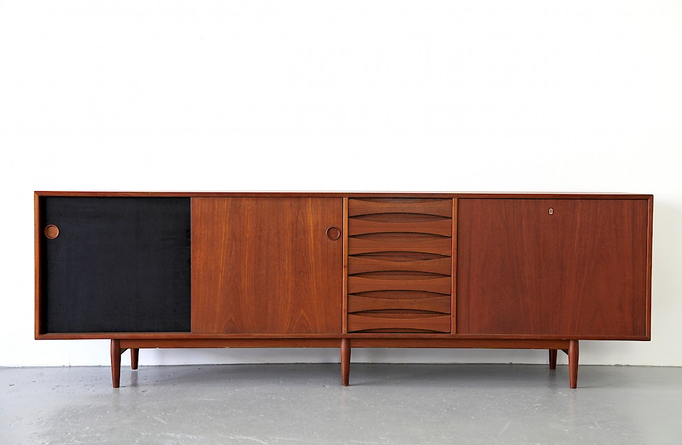 Design Classic Teak Sideboard Model Triennale by by Arne Vodder for Sibast 1957 - Made in Denmark_1