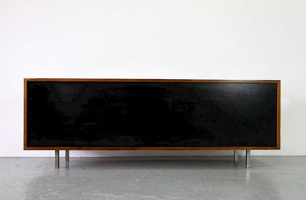 Mid Century Modern Walnut Credenza by Florence Knoll for Knoll International_5
