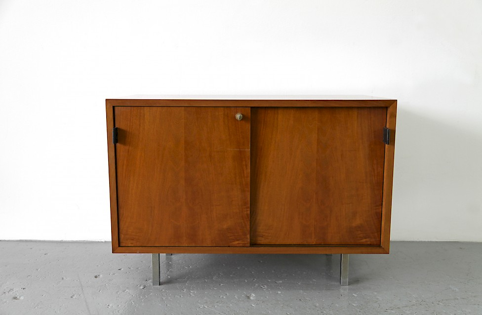 Design Classic Florence Knoll Walnut Sideboard no 541 by Knoll International_1