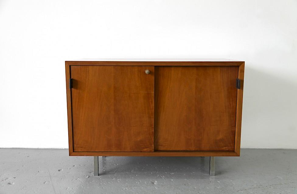 florence knoll walnut sideboard no 541 adore modern. Black Bedroom Furniture Sets. Home Design Ideas
