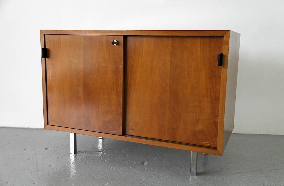 Design Classic Florence Knoll Walnut Sideboard no 541 by Knoll International_4