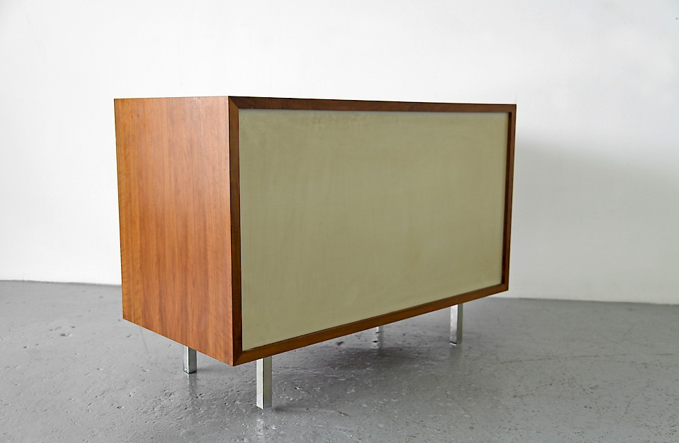 Design Classic Florence Knoll Walnut Sideboard no 541 by Knoll International_6