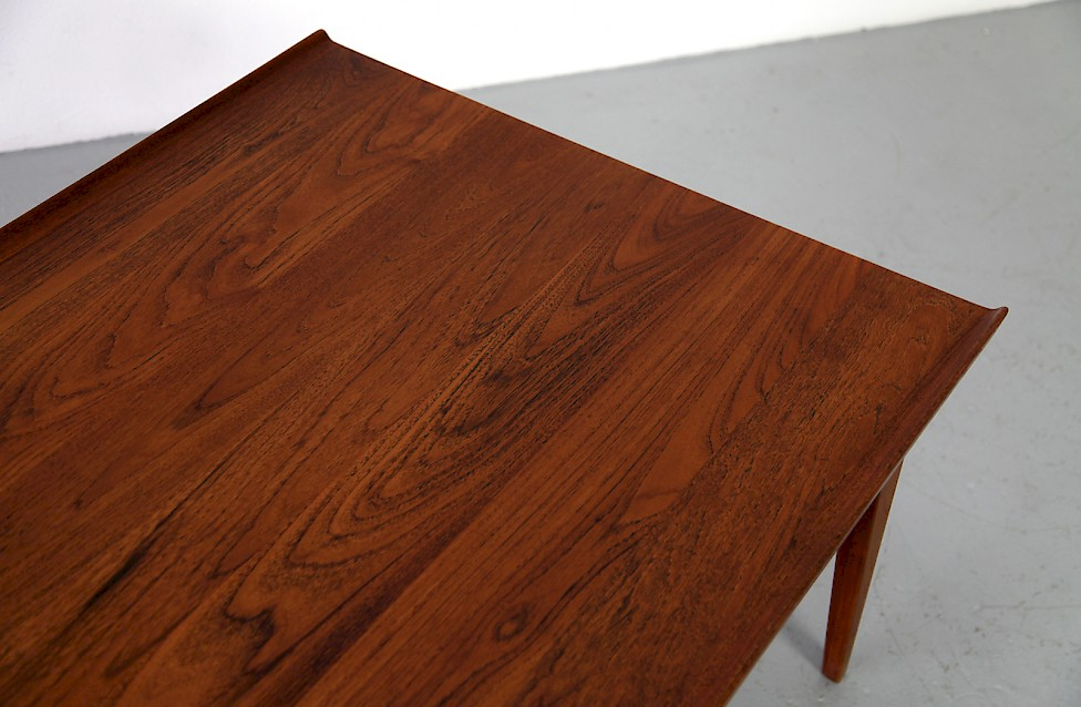 Finn juhl teak sofa table adore modern for Couchtisch 0836