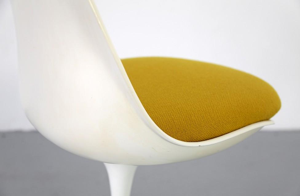 Tulip Chairs By Eero Saarinen With Mustard Yellow Cushions Knoll International 1950s