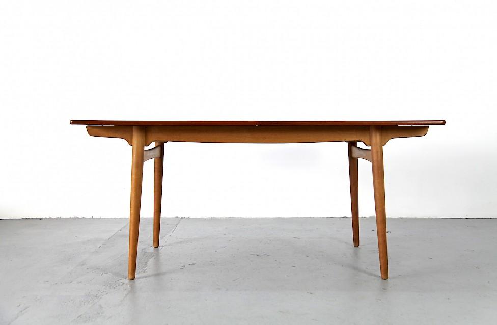 esstisch von hans j wegner f r andreas tuck adore modern. Black Bedroom Furniture Sets. Home Design Ideas