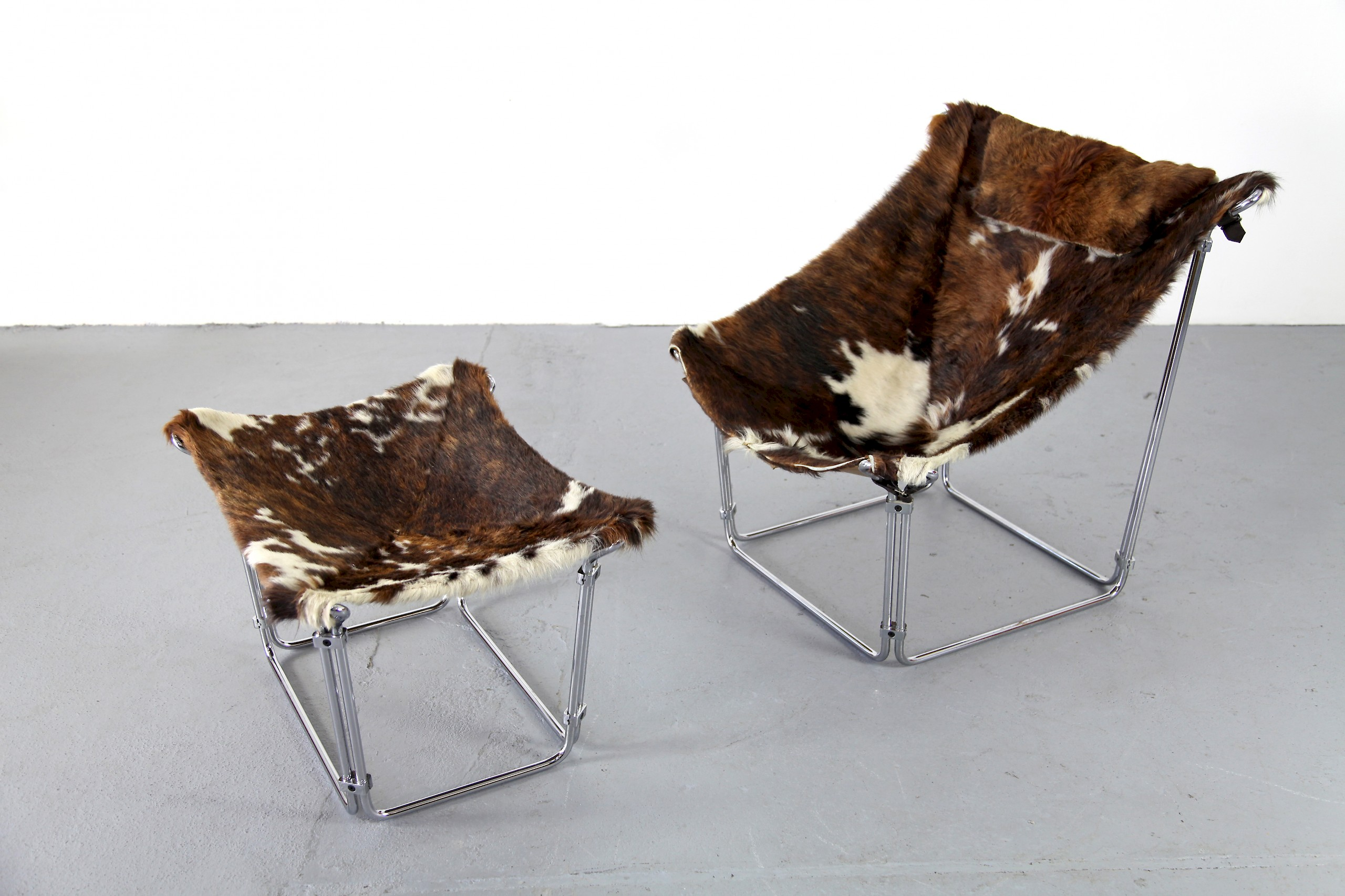 Cowhide Lounge Chair with Ottoman Turbular Steel by Kwok Hoi Chan for Steiner Paris France 1969 Mid Century Modern_10