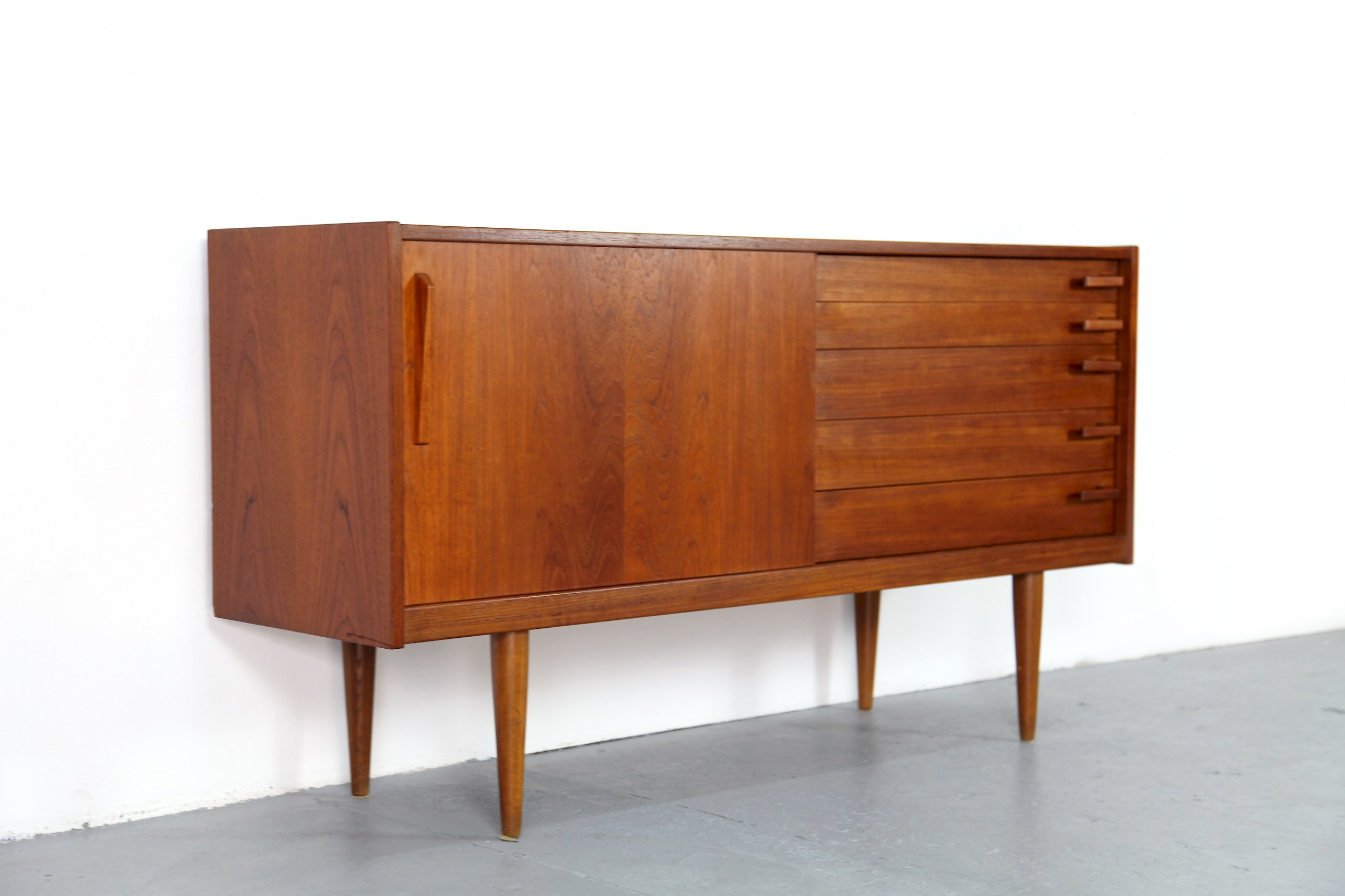 skandinavisches teakholz sideboard von yngve ekstr m 1956 58 adore modern. Black Bedroom Furniture Sets. Home Design Ideas