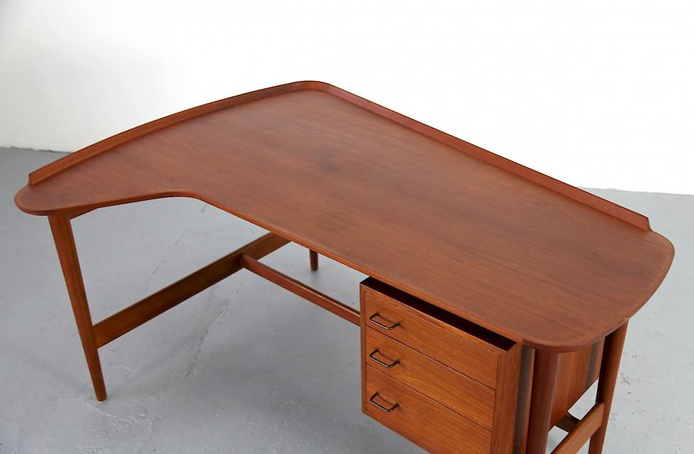 Design Klassiker Teak Schreibtisch Bo 85 Von Arne Vodder Fuer Den Daenischen Hersteller Bovirke Entwurf 1952