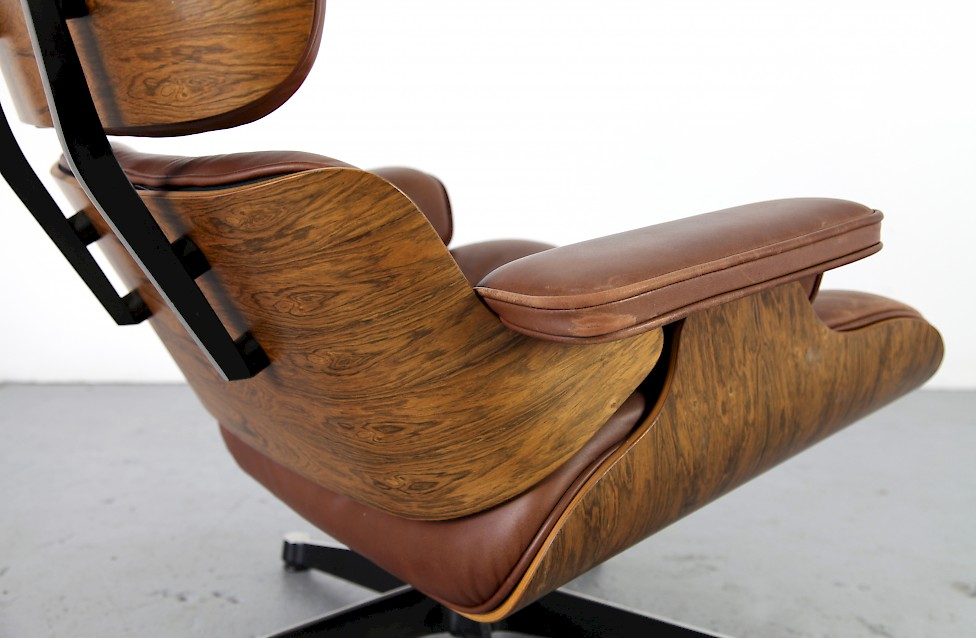 original brown leather eames lounge chair by ray charles eames adore modern. Black Bedroom Furniture Sets. Home Design Ideas