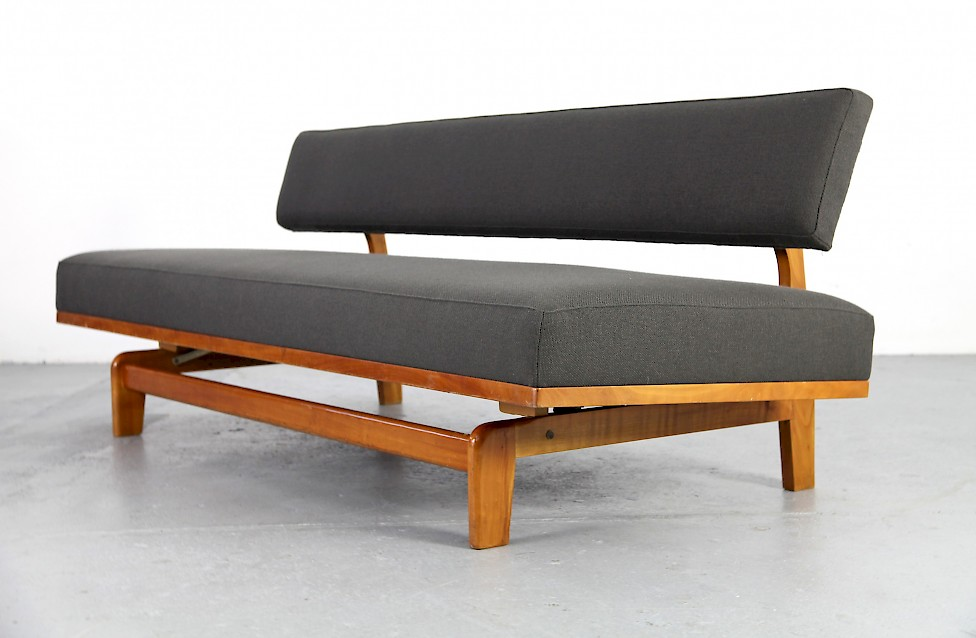 sofa design klassiker wohn design. Black Bedroom Furniture Sets. Home Design Ideas