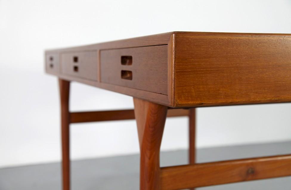 freistehender teak schreibtisch von nanna ditzel adore. Black Bedroom Furniture Sets. Home Design Ideas