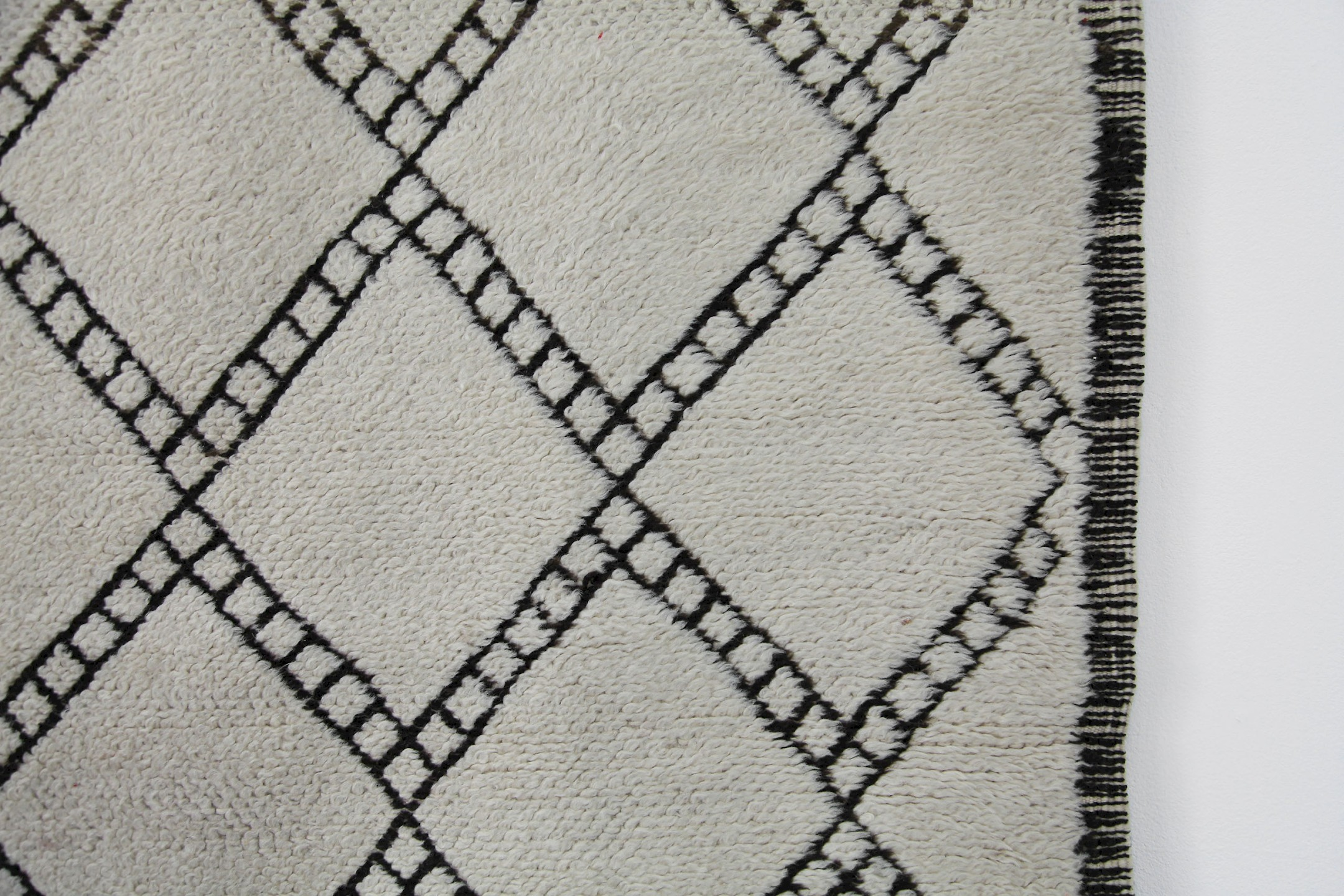 Vintage berber wool carpet black white adore modern for Black and white berber carpet