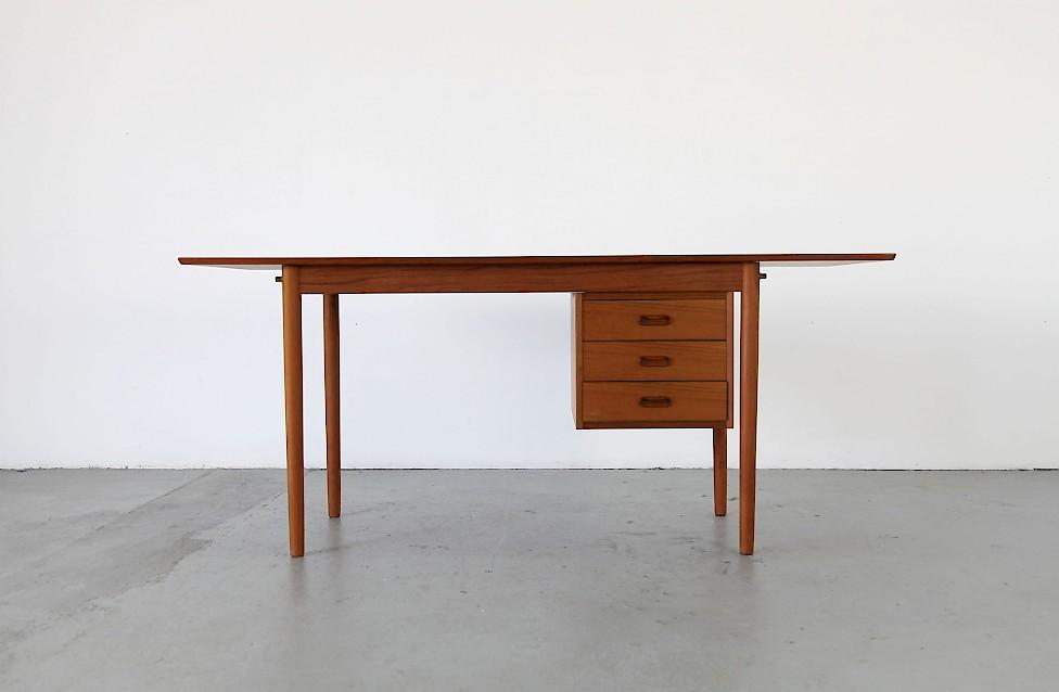 Schreibtisch modern  Klappbarer Schreibtisch von Arne Vodder - Adore Modern