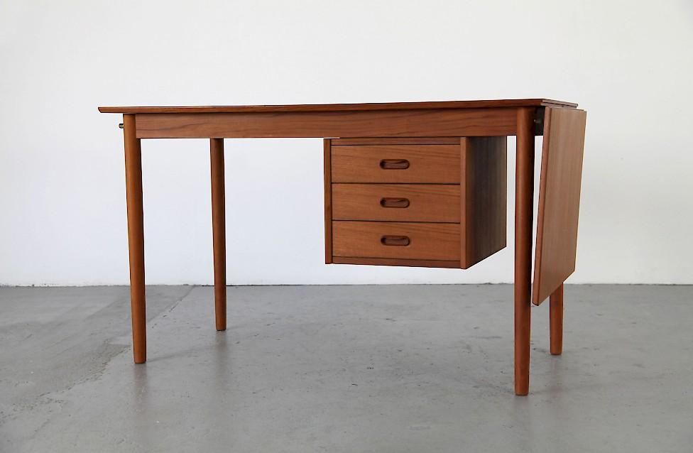 Schreibtisch büro modern  Klappbarer Schreibtisch von Arne Vodder - Adore Modern
