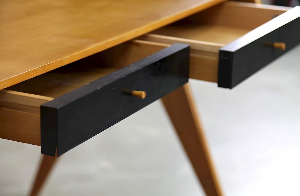Schreibtisch von helmut magg adore modern for Schreibtisch kirschholz