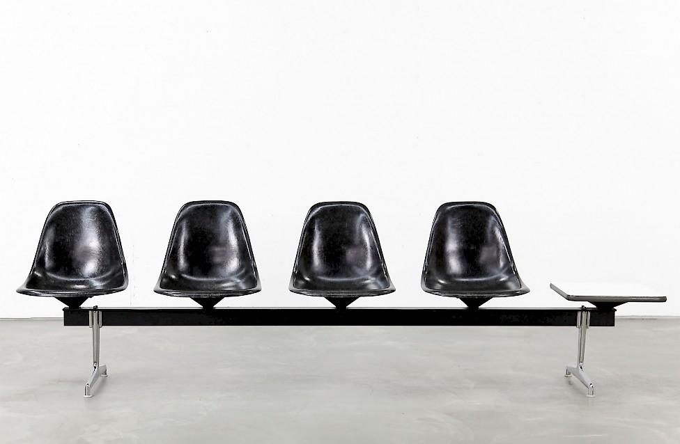 vierer sitzbank von charles ray eames adore modern. Black Bedroom Furniture Sets. Home Design Ideas