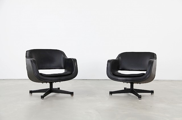 Pair of Swivel Club Chairs by Eero Aarnio