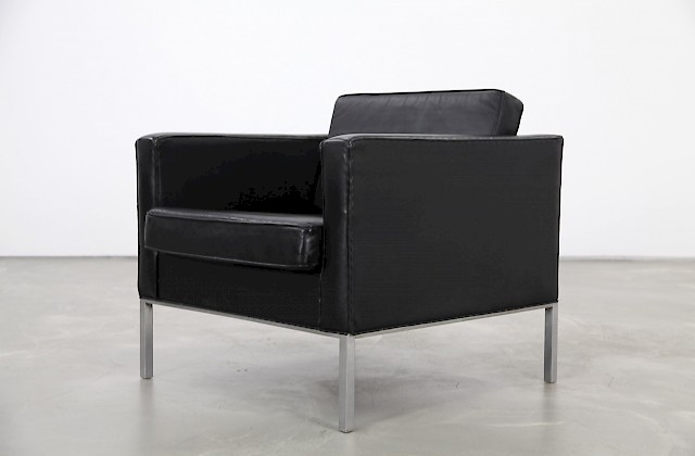 Sophisticated Leather Lounge Chair Model 905 by Kho-Liang Ie