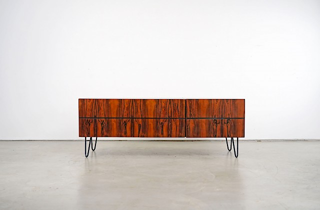 Flat Sideboard with Beautiful Grain