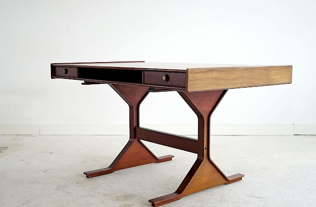 Desk by Gianfranco Frattini