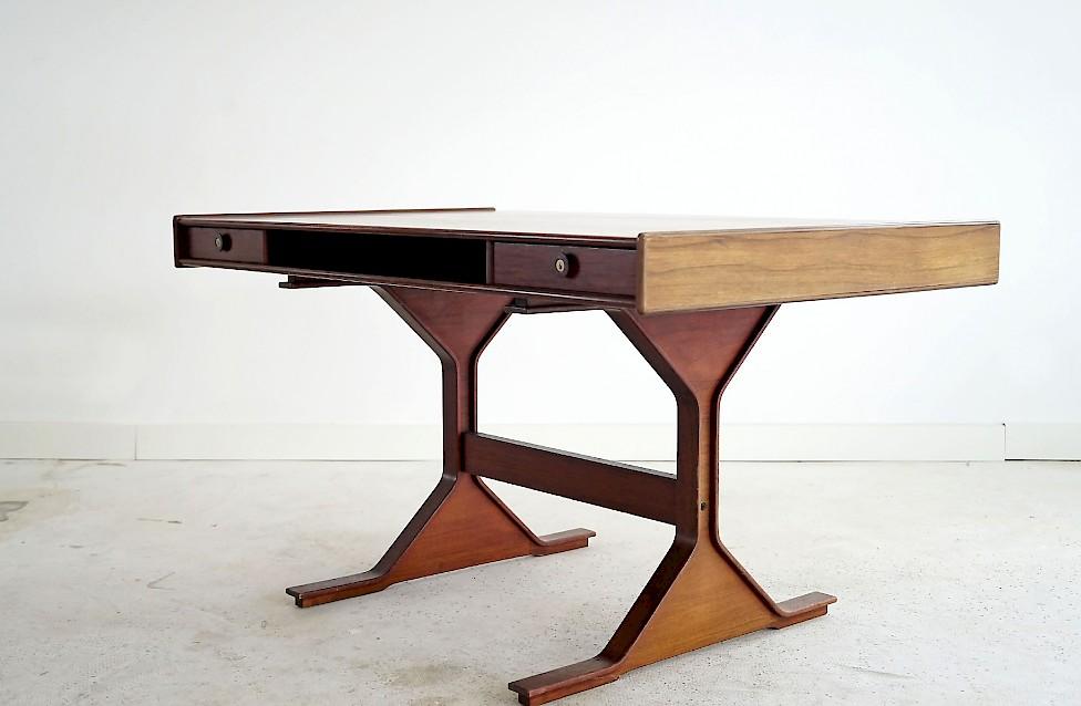 Desk by Gianfranco Frattini