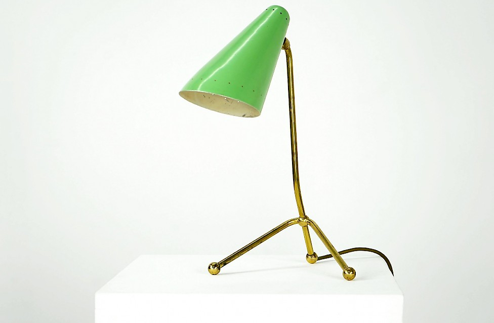 Beautiful Tripod Desk Light
